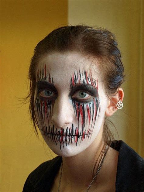 45 Examples of DIY Halloween Makeup | Scary faces, Black