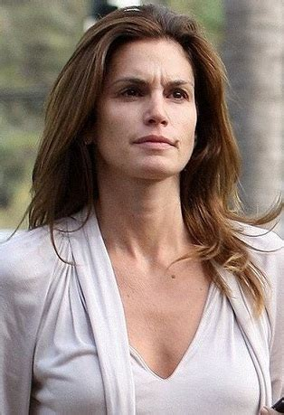 10 Pictures of Cindy Crawford without Makeup