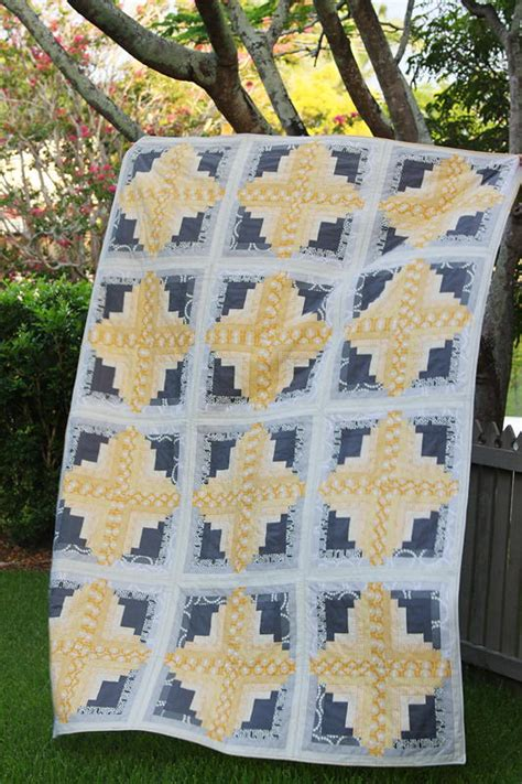 Sunny Log Cabin Quilt | FaveQuilts